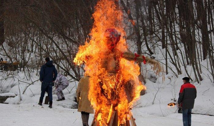 Бросание блинов втолпу вызвало скандал вНижнем Новгороде (Видео)