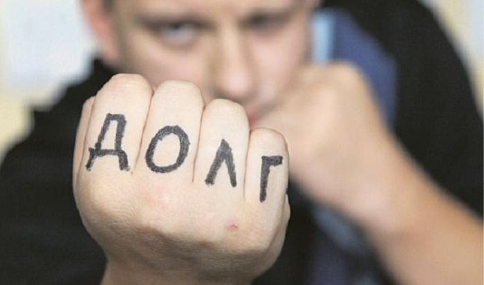 Иркутянка пыталась скрыться отсудебных приставов, которые пришли арестовывать еемашину задолги