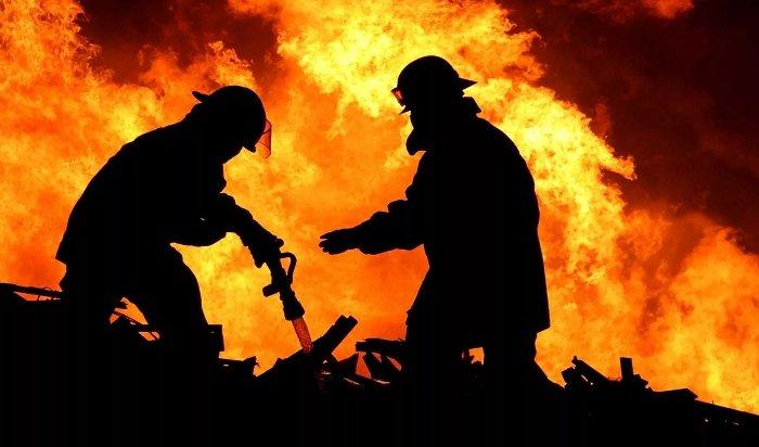 Двое сотрудников МЧС погибли сегодня напожаре вЗиме