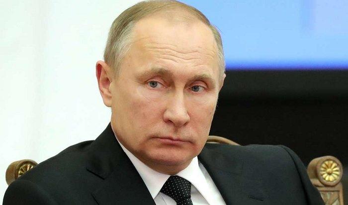 Путин подписал закон офейковых новостях иоскорблении госсимволов