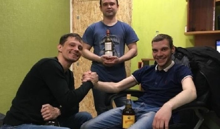 Трое иркутян разбили витрину вмагазине ипохитили пять бутылок виски (Видео)