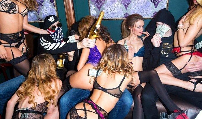 Дети российских олигархов мочатся надоллары имоют авто шампанским «Кристалл»
