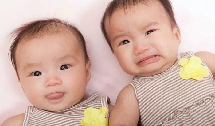 Китаянка одновременно забеременела от мужа и любовника