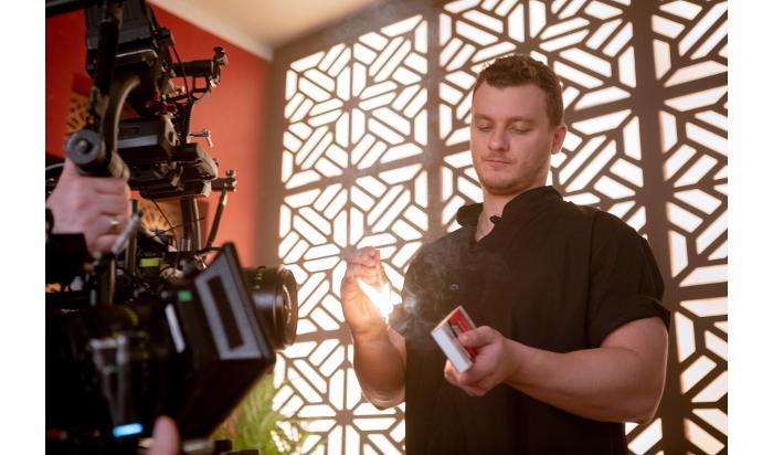 Насъемках сериала «Фитнес» актер Филипп Бледный прошел испытание огнем икрасивыми девушками