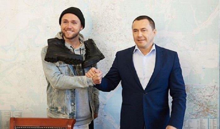 Мэр Иркутска сделал подарки Владу Соколовскому и Роману Юнусову