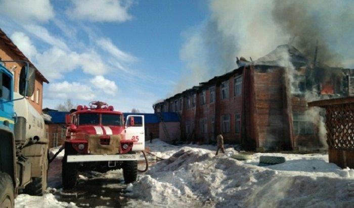 Школа загорелась вселе Казачинском (Видео)