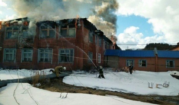 Сотрудники СКначали доследственную проверку после пожара вКазачинской школе