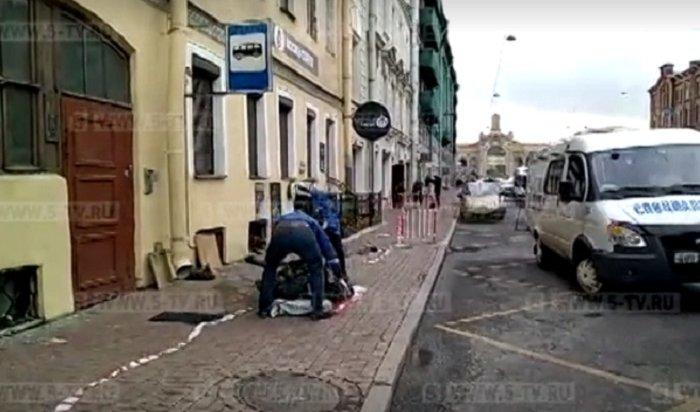 Поток кипятка выбил окно и стал причиной смерти петербурженки (Видео)
