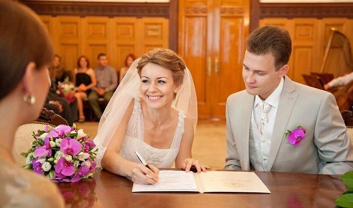 ВРоссии число браков достигло минимума сначала века