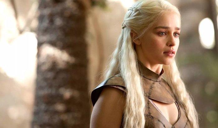 Звезда «Игры престолов» Эмилия Кларк показала фото после инсульта итрепанации