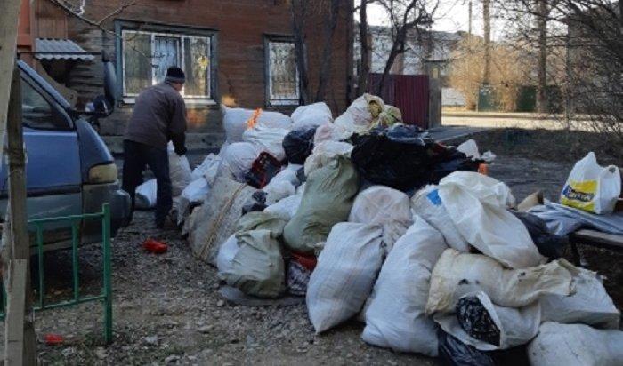 Более ста мешков мусора вывезли изквартиры иркутской пенсионерки