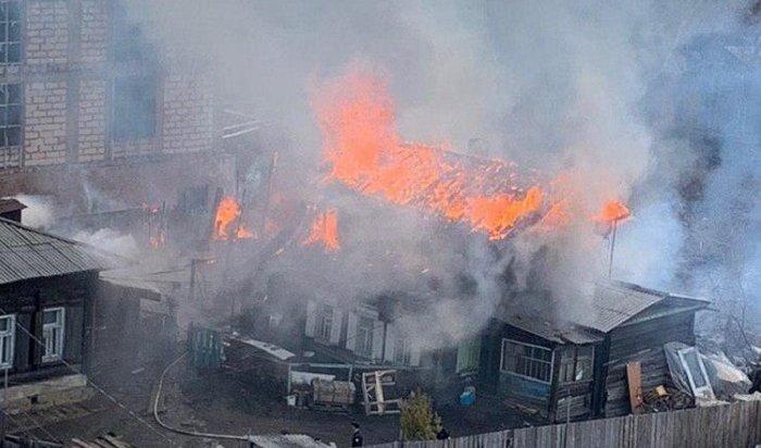 Иркутские семьи остались без дома ивещей после пожара около ТЦ«Карамель»