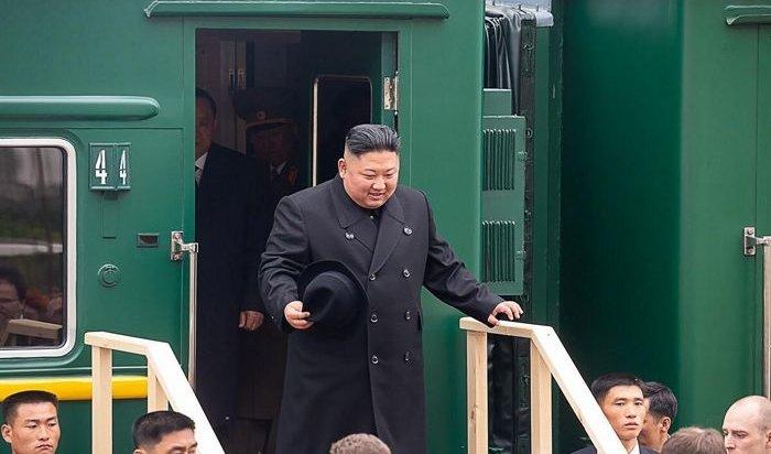 Ким Чен Ынпопробовал приветственный каравай настанции Хасан (Видео)