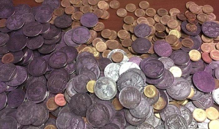 Аферист пытался продать иркутянке клад царских монет (Видео)
