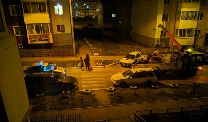 ВИркутске буйная автоледи мешала эвакуаторщику, запрыгнув накрышу автомобиля (Видео)