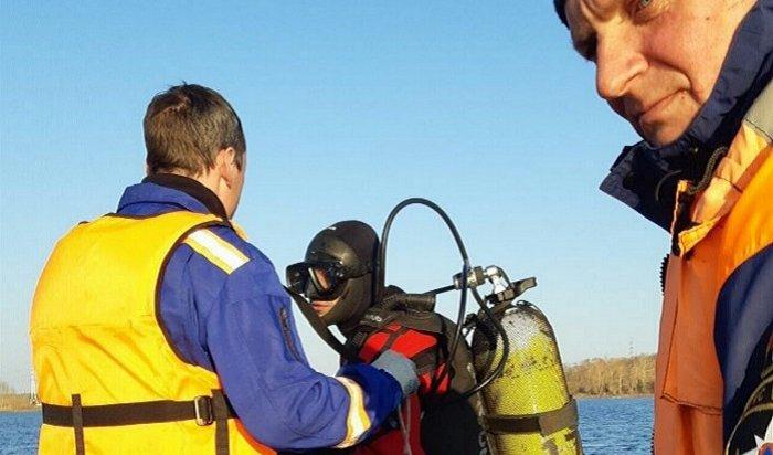 НаТеплых озерах Ангары ищут пассажира перевернувшейся лодки