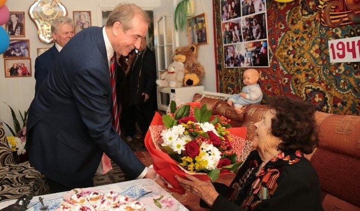 Левченко поздравил с95-летием ветерана Великой Отечественной войны