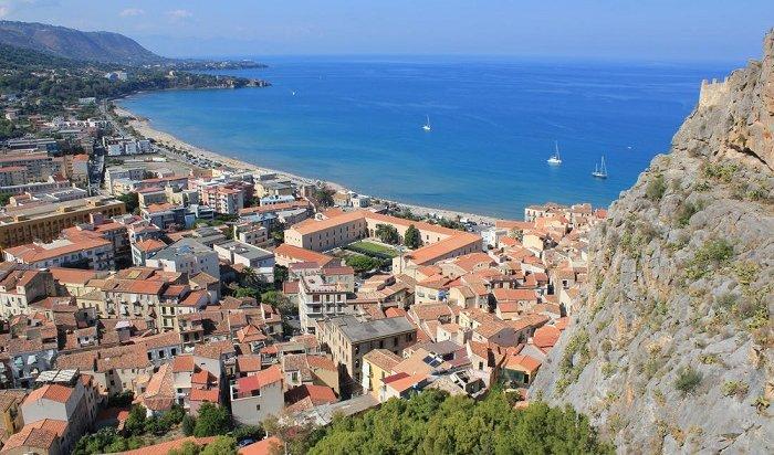 Наюге Сицилии продаются дома заодин евро
