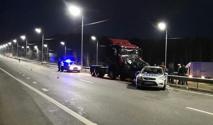 Три человека пострадали вдвойном ДТП сучастием машины ДПС под Иркутском (Видео)