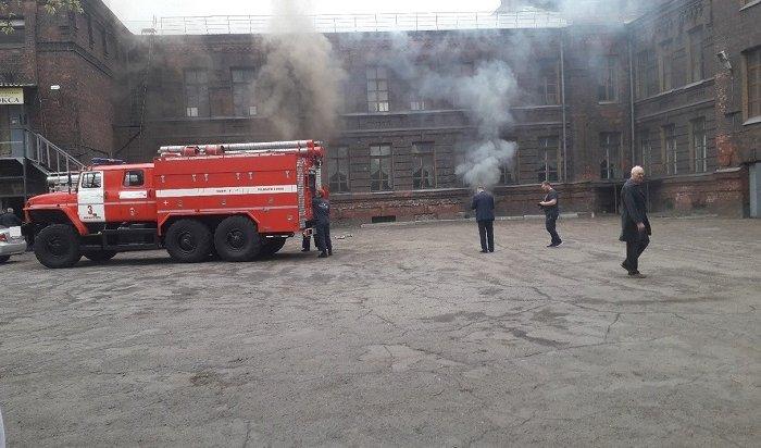 Более 150человек эвакуировали из-за пожара вИркутском техникуме машиностроения (Видео)
