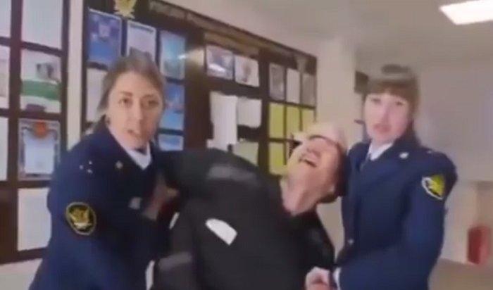 Омбудсмен возмутилась скандальным клипом из-за колючей проволоки (Видео)