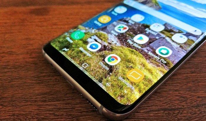 Ангарчанин, уронивший вБайкал Samsung Galaxy S8, отсудил страховку засмартфон