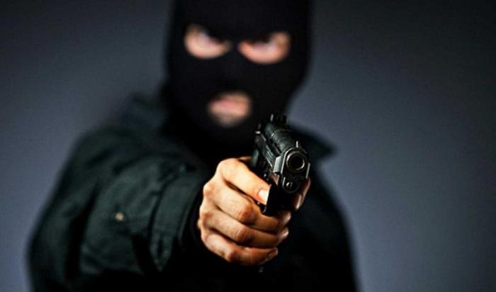 Бывший работник ограбил на200тысяч рублей магазин сотовой связи вИркутске (Видео)