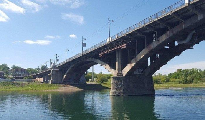 Пьяный иркутянин упал сГлазковского моста нажелезнодорожные пути