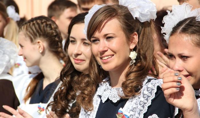 Вшколах Иркутска проходят последние звонки