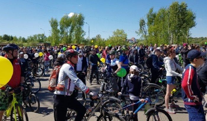Более двух тысяч жителей Иркутска приняли участие вгородском велопараде