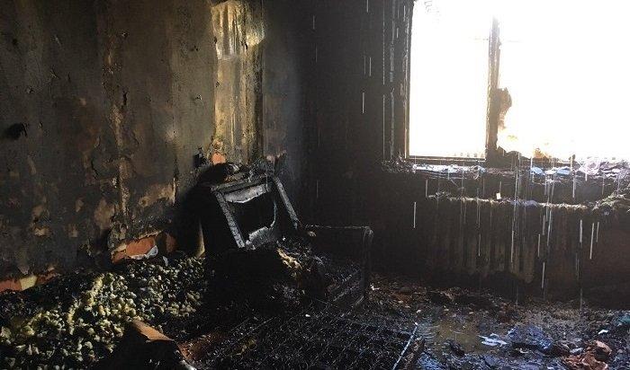 Двухэтажный деревянный дом горел вУсть-Илимске