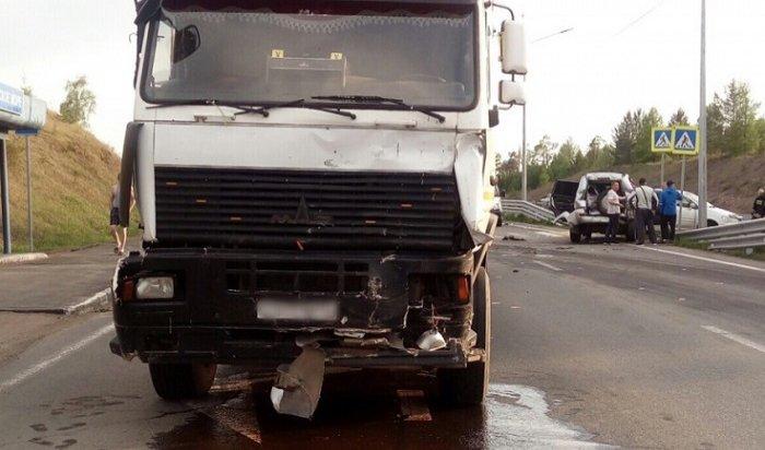 Двое детей пострадали при столкновении трех легковушек иМАЗа наавтодороге «Вилюй»