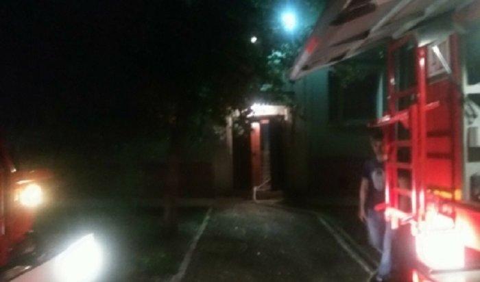 Сотрудники МЧС спасли напожаре вЧеремхово трех жильцов многоэтажки