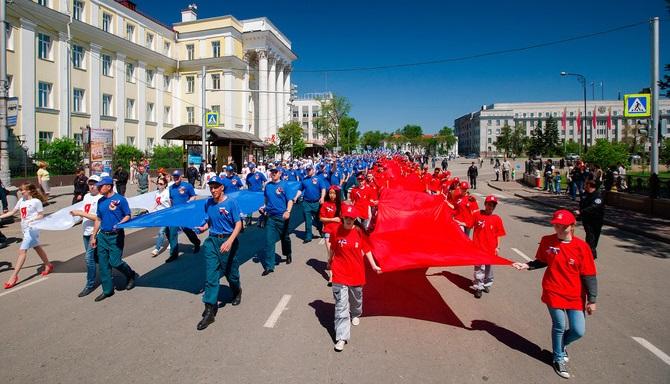 ВДень России поулицам Иркутска пронесут 50-метровый флаг