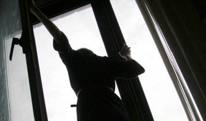 Женщина выпала изокна 14этажа наулице Александра Невского вИркутске
