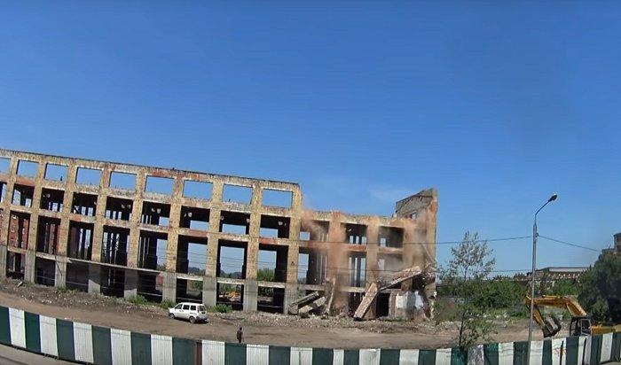 ВИркутске сносят здание чаеразвесочной фабрики (Видео)