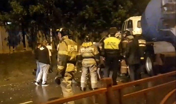 Водитель внедорожника погиб в«пьяном» ДТП наКостычева вИркутске (Видео)