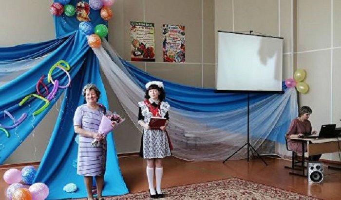 11-классница изИркутской области осталась единственной вродной школе илишилась выпускного