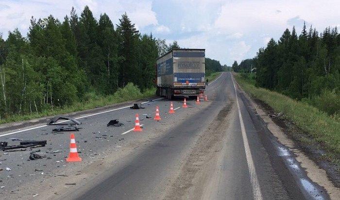 Водитель иномарки погиб при столкновении сгрузовиком вНижнеудинском районе