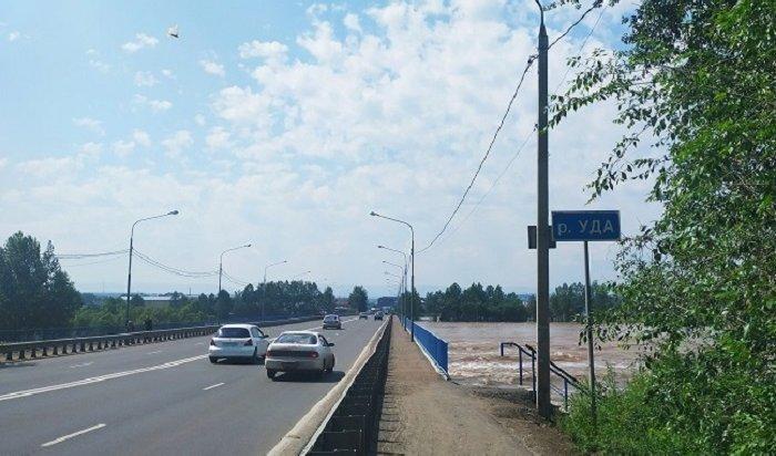 Автомобильное движение временно закрыли нафедеральной трассе Р-255из-за паводка (Видео)