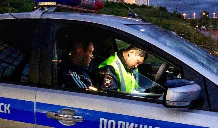 Сотрудники ГИБДД проводят массовые проверки водителей вИркутске насостояние опьянения