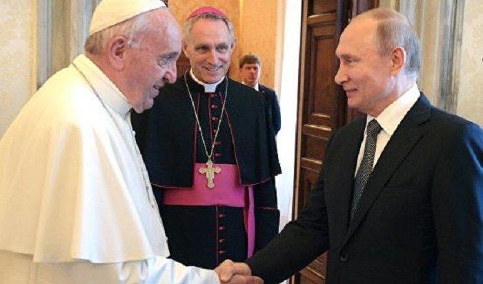 Конфуз: Папа Римский попросил Путина молиться занего