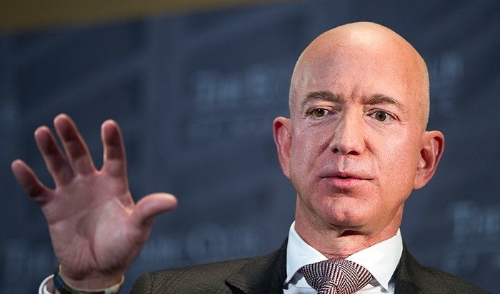 Богатый глава Amazon Джефф Безос развелся сженой