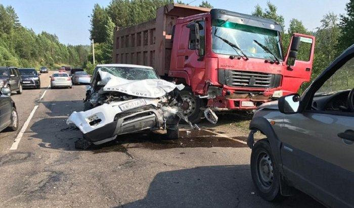 ДТП сучастием четырех машин произошло наБайкальском тракте (Видео)