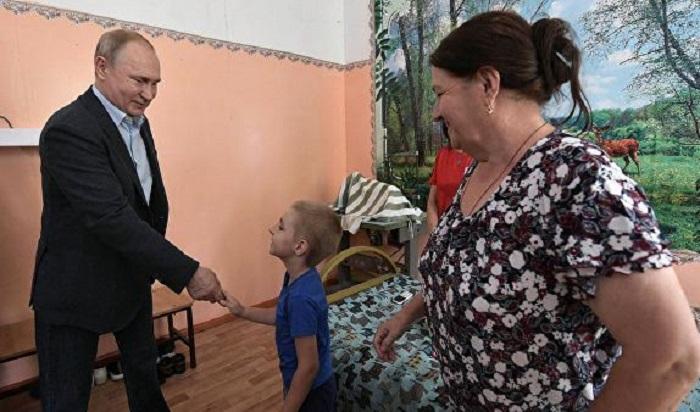 Разговор Путина смальчиком изТулуна попал навидео