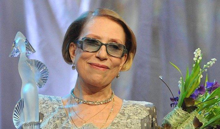 Актриса Инна Чурикова попала вреанимацию после падения сосцены