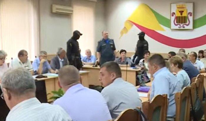 ФСБ задержала сотрудника МЧС прямо насовещании умэра  Читы (Видео)