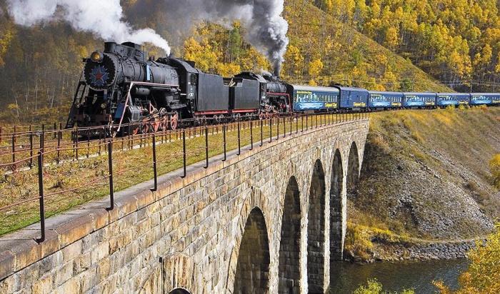 Камнепад произошел наКругобайкальской железной дороге