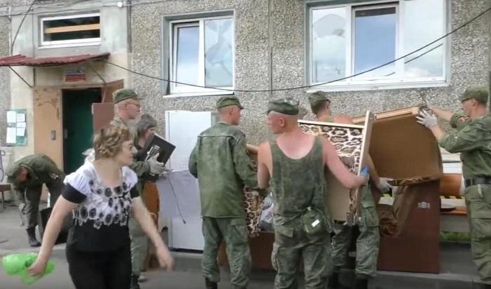 Жильцов многоэтажки вТулуне эвакуировали после обследования дома (Видео)