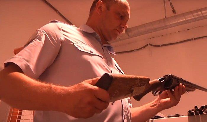 Полицейские  рассказали, сколько можно выручить занелегальное оружие (Видео)